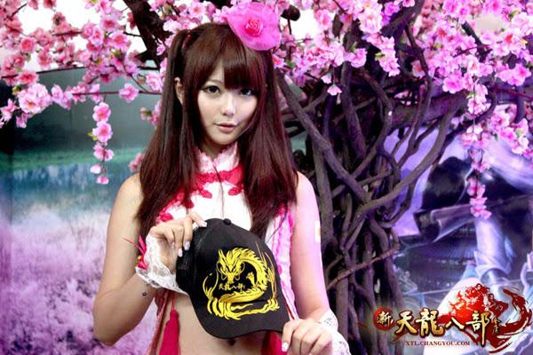 Ngắm showgirl tại gian hàng Tân Thiên Long Bát Bộ 2