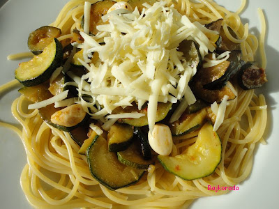 Spaghetti z cukinią i czosnkiem