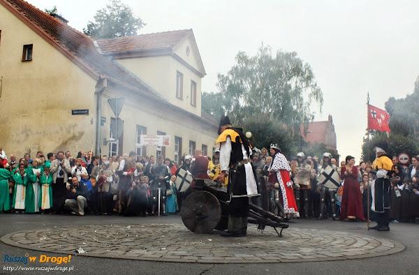 Salwy armatnie w dniu Jarmarku Cysterskiego w Pelplinie