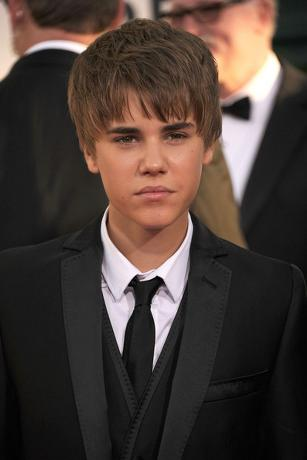 justin bieber 2011 haircut pictures. justin bieber 2011 haircut