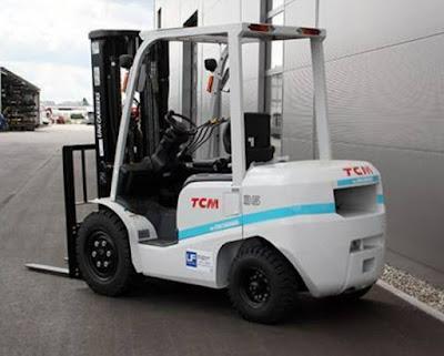 Xe nâng dầu TCM 3 tấn cao 4.3m 4.5m 4.7m