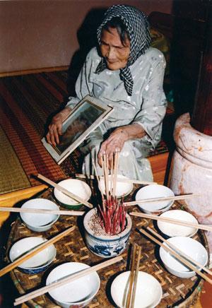Thơ viết về những bà Mẹ Việt Nam anh hùng