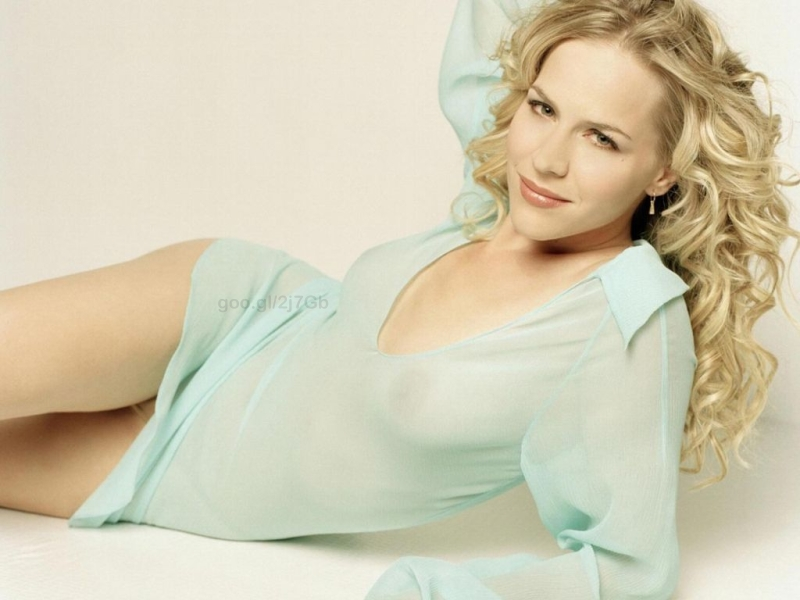 Julie Benz photos