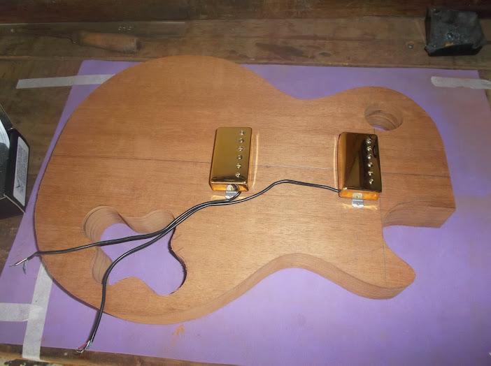 Construção inspirada Les Paul Custom, meu 1º projeto com braço colado (finalizado e com áudio) DSCF0529