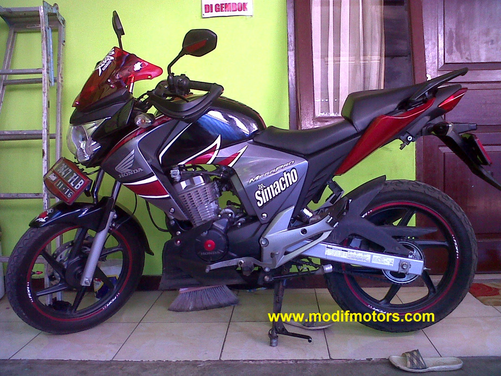 Modifikasi New Megapro Fairing Cbr