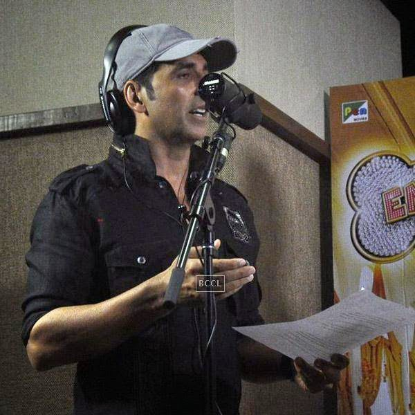 Akshay Kumar gets clicked while recording a song for his movie Entertainment, in Mumbai, on July 23, 2014. (Pic: Viral Bhayani)