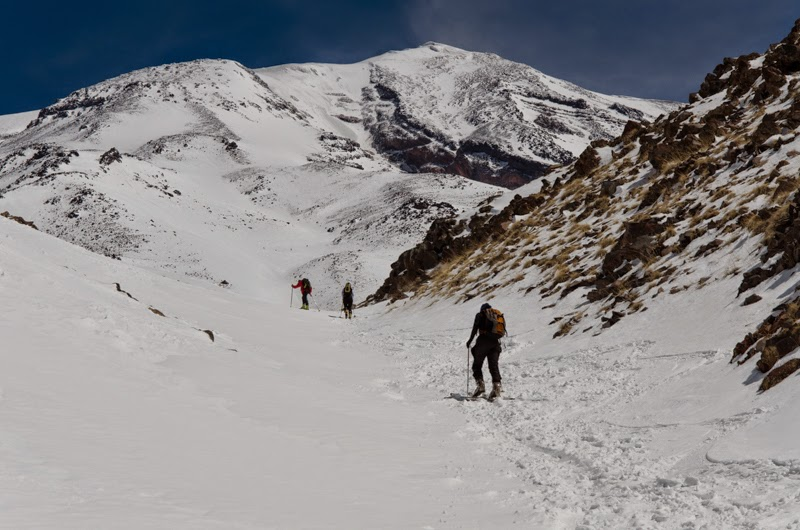 Spre tabara 2 pe skiuri de tura