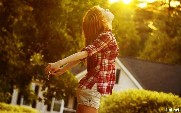 cô gái và nắng vàng tháng 6