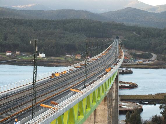 Tren de alta velocidad entre A Coruña-Vigo en 2015