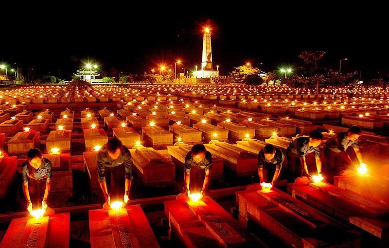 thắp nén hương tri ân các anh hùng liệt sĩ đã hi sinh