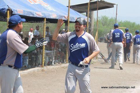 Martín González de SUTERM en el softbol del Club Sertoma