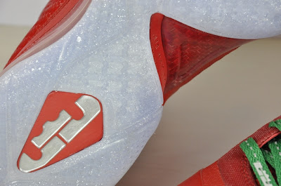 nike lebron 9 gr christmas 2 08 Detailed Look at Nike LeBron 9 Christmas