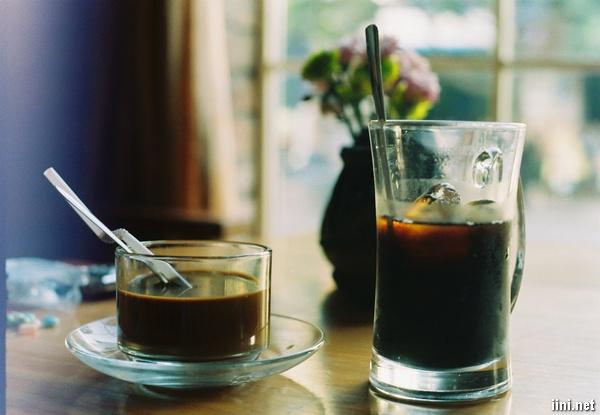 thơ ngồi cà phê trong quán vắng