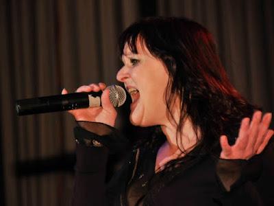 Powerfrau April Lee Mc Manus beeindruckte durch ihre Bühnepräsenz.