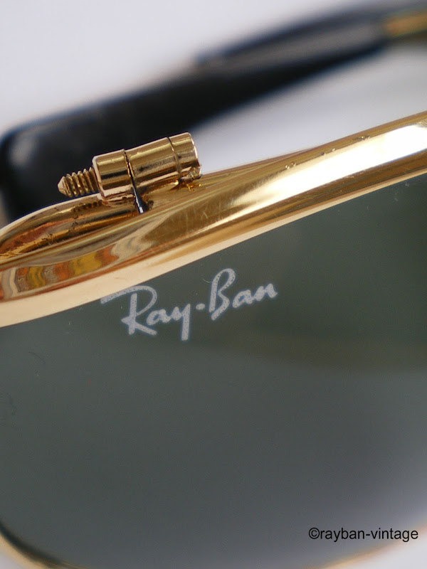 Marquage Ray-Ban sur le verre droit.