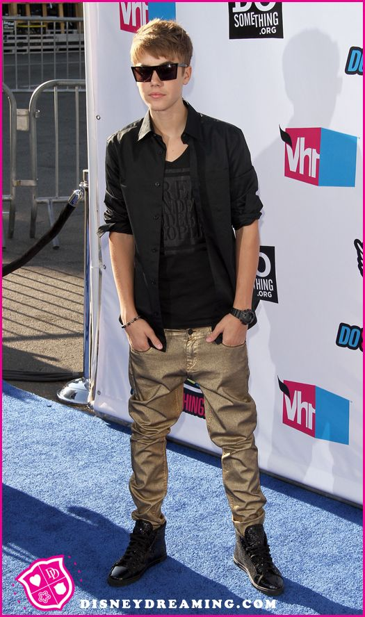 Justin-Bieber-Do-Something-Awards-3.jpg