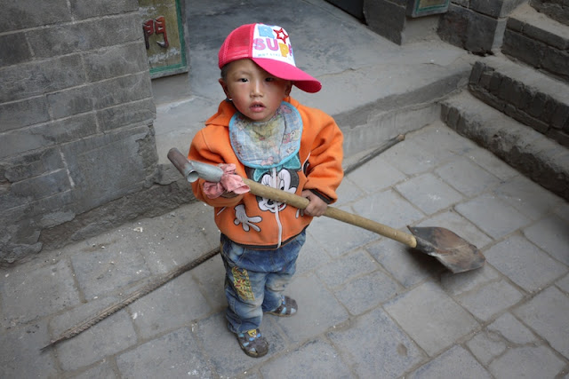 little boy holding a shovel in Zhongwei, Ningxia, China