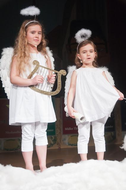 Unzufrieden mit dem Christkind waren die beiden Angel Amy und Lou