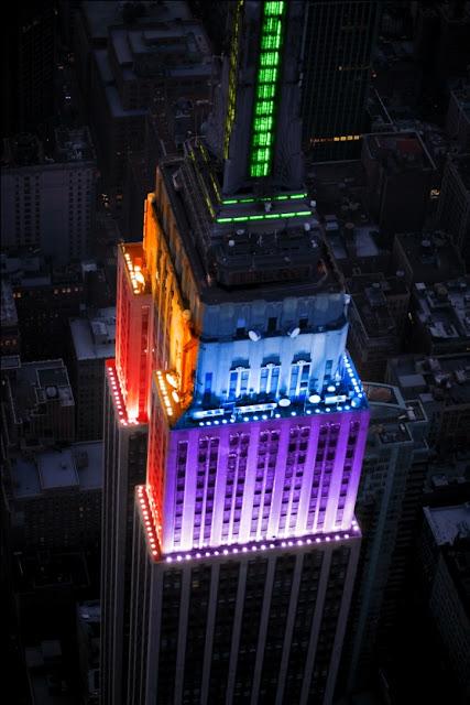 https://lh4.googleusercontent.com/-tFHM9Dx69GM/TgVS7UIxHjI/AAAAAAAAATg/NO3m29SkT9I/s640/Empire_state_Building_rainbow.jpg