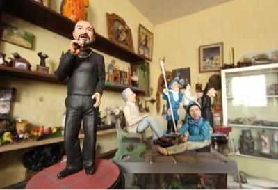 Cruz Enrique España artista destacado presenta 28 personajes antigueños