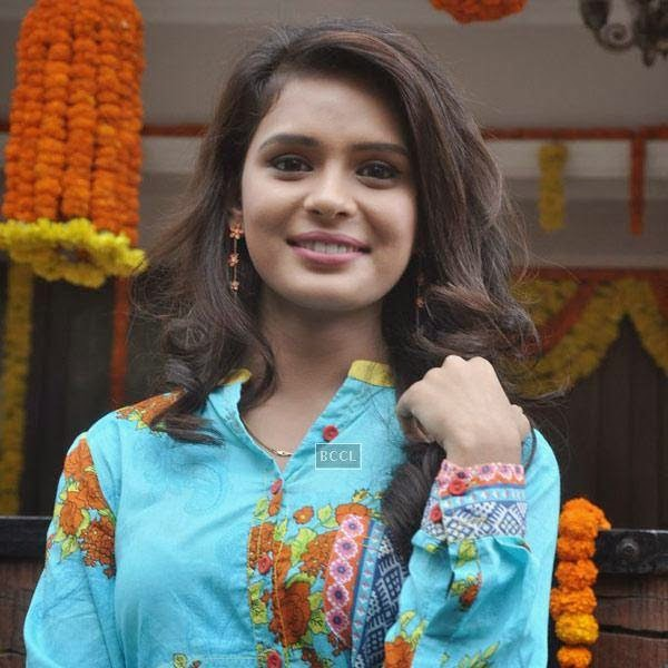 A cast member of new TV serial Shastri Sisters snapped during the launch of the show. (Pic: Viral Bhayani)