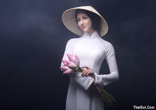 thơ ca ngợi chiếc áo dài truyền thống