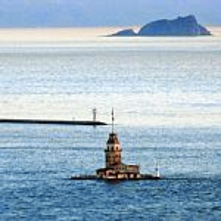 海上にぽつんと浮かぶ灯台・メイデンタワー