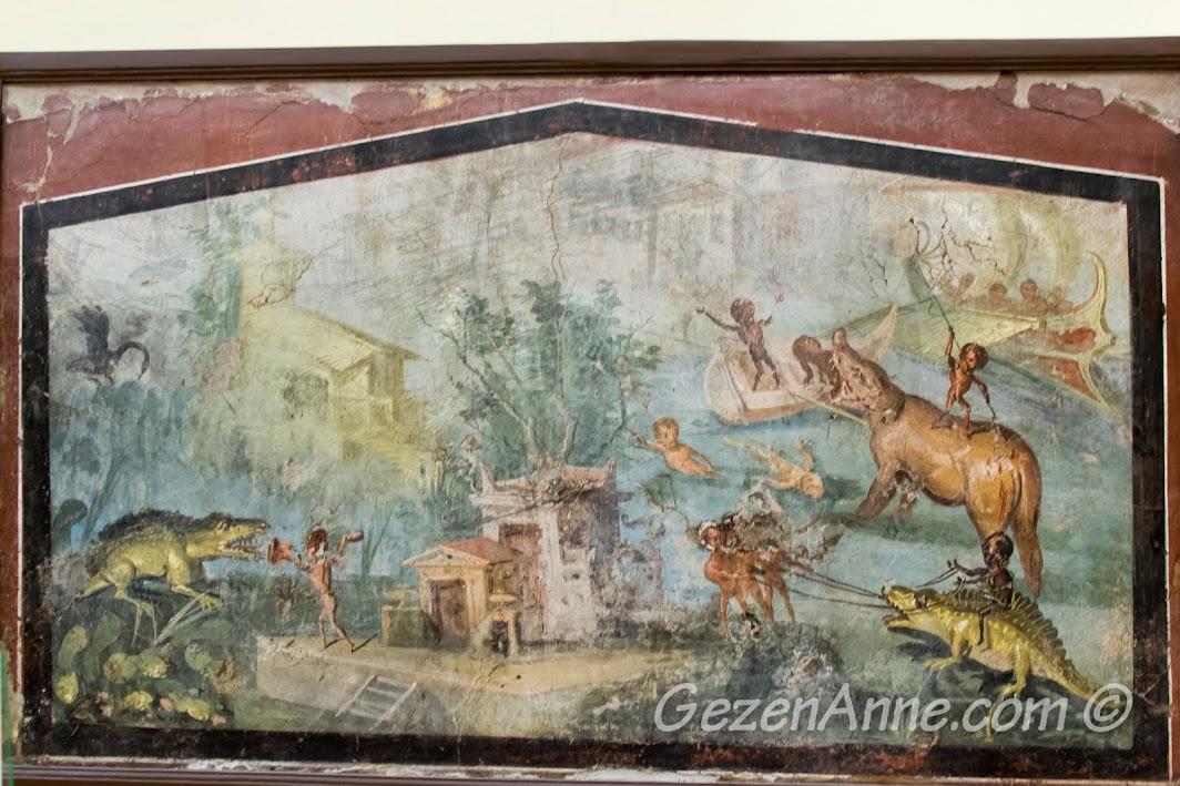Napoli'deki Arkeoloji Müzesi içindeki Pompei'den çıkarılan resimler
