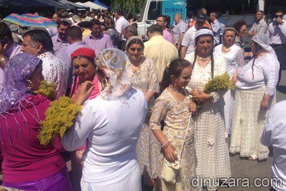 Ţigănci la procesiune