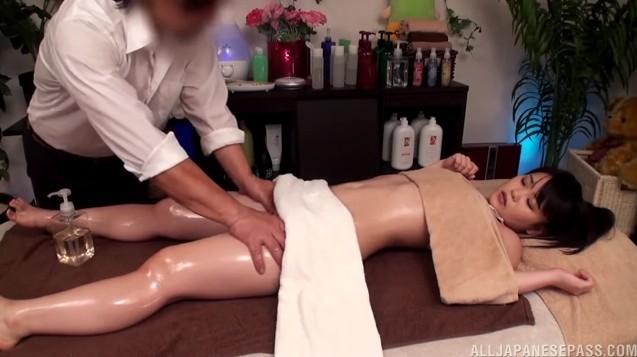 Massage yoni HCM, massage yoni cho nữ tại nhà, khách sạn MIỄN PHÍ hoàn toàn.