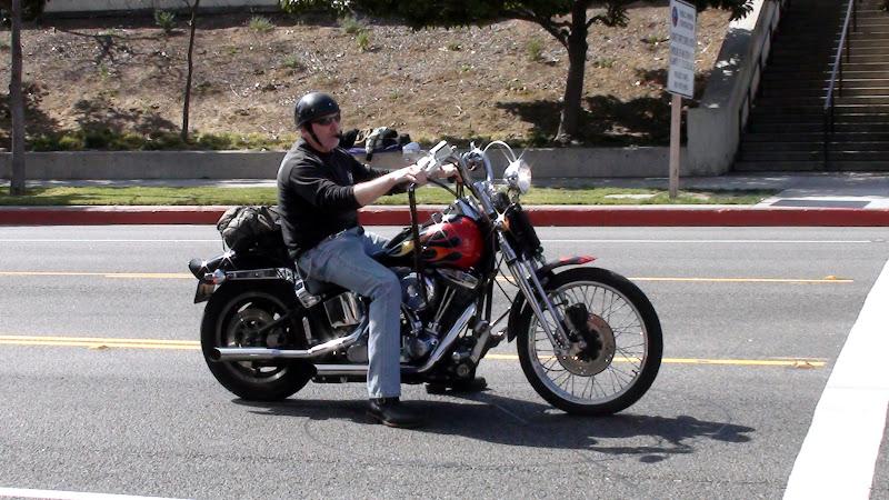 Секс ковбойки на мотоцикле