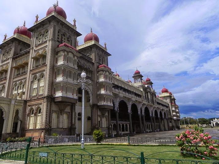 Вид на угол Майсурского дворца