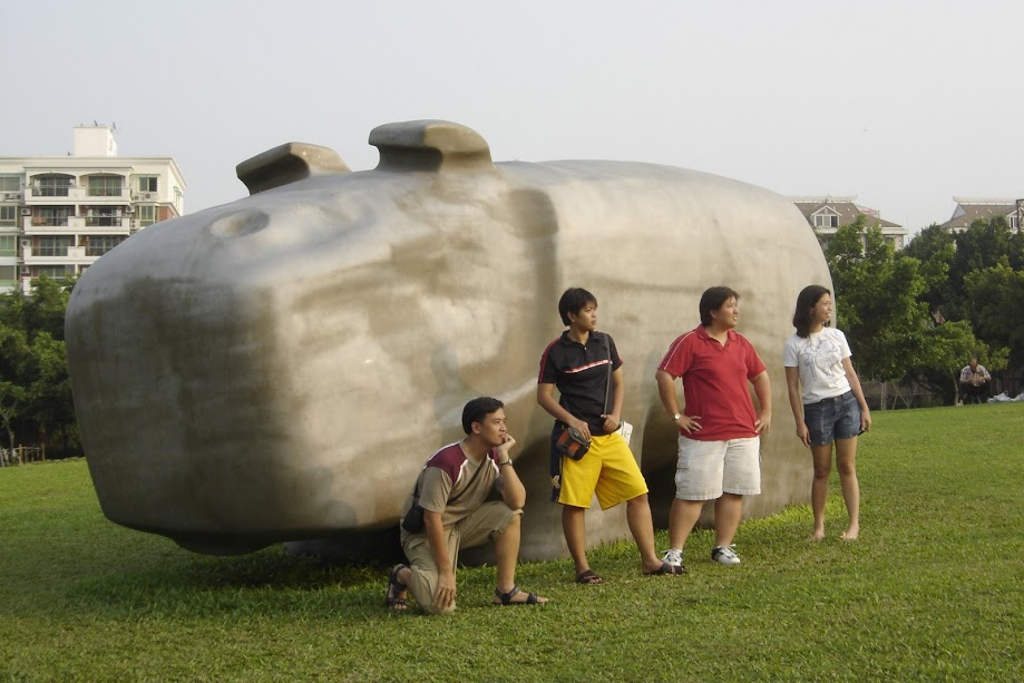 PauTravels with Friends in Xiamen with a giant hippo statue