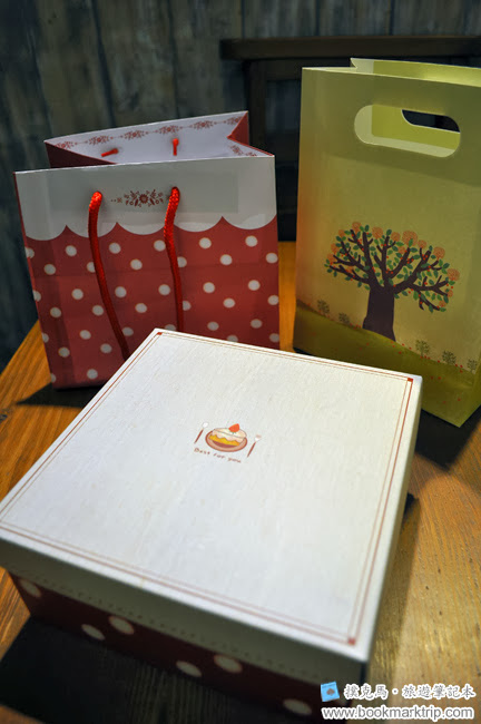 森製菓馬卡龍禮盒(9入)、一袋薄片餅及棉花糖