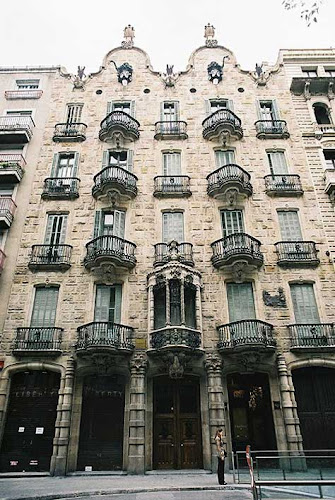 "Gaudí, Casa Calvet"" width="