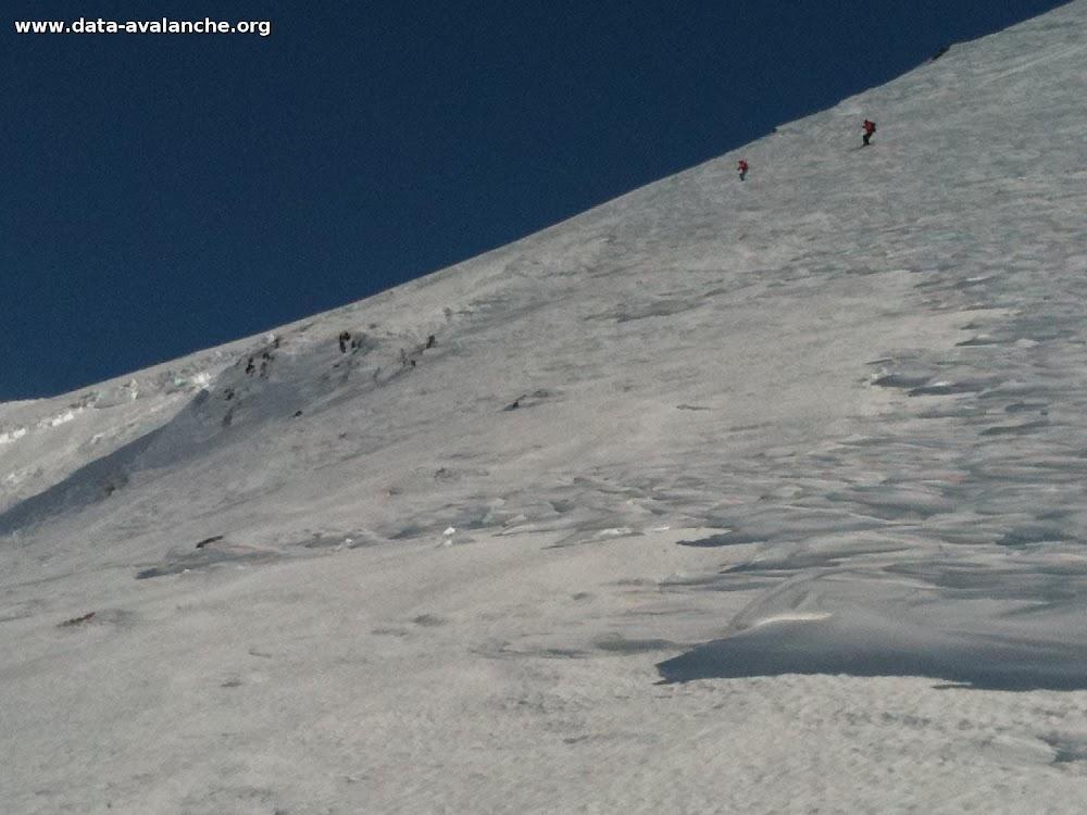 """Avalanche Haute Tarentaise, secteur Col de la Traversette, RN 90 reliant la Rosière au col du petit St-Bernard, quasiment à l'aplomb de """"La Redoute Ruinée"""" - Photo 1"""