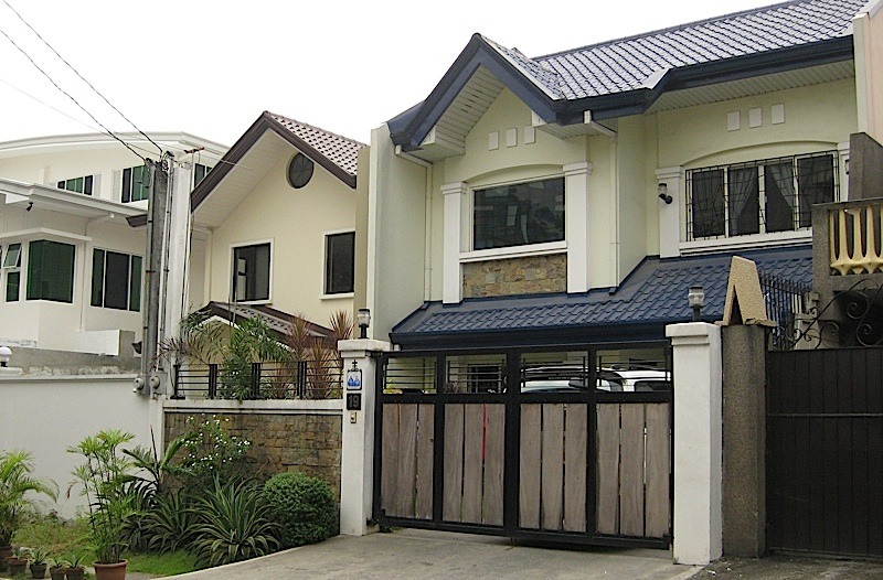upper-middle class houses in Quezon City