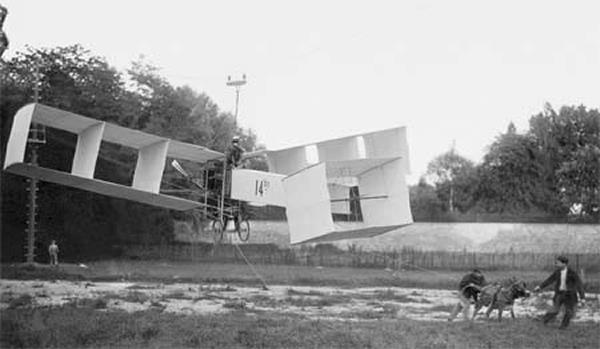 Santos Dumont e o jumento Cuigno. Fotografia: autor desconhecido.