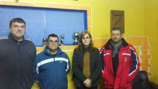 Fina Martínez con membros da Xunta Directiva do Numancia de Ares.