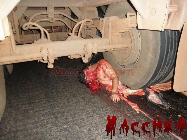 https://lh4.googleusercontent.com/-taBVJeGcmtY/UT93RKG0poI/AAAAAAAABKw/TE8mrFCqITs/s1024/Xacchet.Com-Xacchet-26727-crushed-under-wheel-of-truck-isn-t-a-good-look-for-youbig0.JPG