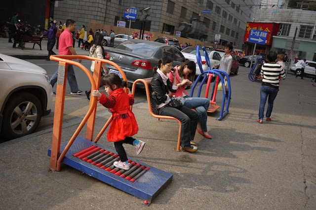 girl running on a treadmill outside in Changsha, China