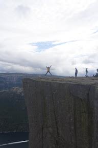 Saltando en lo alto del Preikestolen, ¡SaltaConmigo!