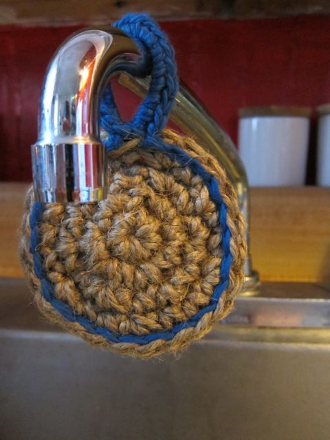 Tutorial: Crocheted Double-Sided Dish Scrubber Pattern | Red-Handled Scissors