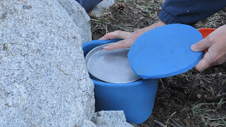 M using the pot cozy that P made from leftover foam--keeps the dinner much warmer!©http://backpackthesierra.com