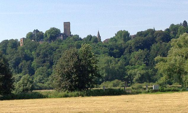 Burg Blankenstein in Hattingen - vom Ruhrtal aus gesehen
