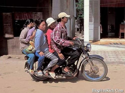 Tìm ảnh vui xe máy chở nhiều người