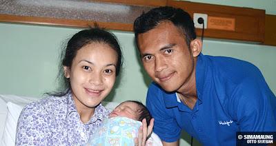 foto persib bandung airlangga, istri dan anak
