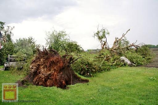 Noodweer zorgt voor ravage in Overloon 10-05-2012 (11).JPG