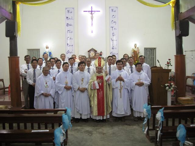 Giáo xứ Đồng Trăng Mừng lễ Bổn Mạng Đức Mẹ Vô Nhiễm Nguyên Tội