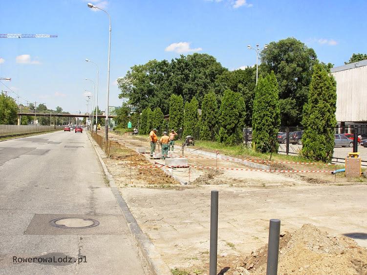 Budowa rowerówki wraca dopiero na wysokości wydziału budownictwa. Koniec z dzikim parkingiem!